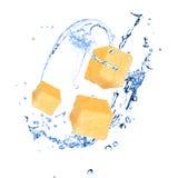 Ananas con la spruzzata dell'acqua fotografia stock libera da diritti