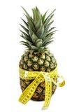 Ananas con nastro adesivo di misurazione. Immagini Stock Libere da Diritti