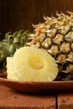 Ananas de dessert coupé en tranches Image stock
