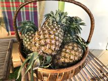 Ananas in de mand royalty-vrije stock foto's
