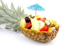 Ananas die met verse de zomervruchten wordt gevuld Stock Afbeelding