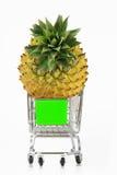 Ananas e carrello di acquisto Fotografie Stock Libere da Diritti
