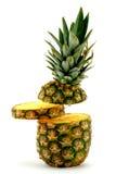 Ananas e fetta su priorità bassa bianca Immagini Stock Libere da Diritti