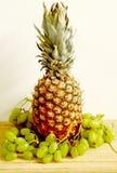 Ananas e grapes1 Fotografia Stock