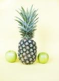 Ananas e mele verdi Fotografia Stock