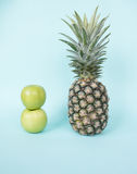 Ananas e mele verdi Fotografie Stock Libere da Diritti
