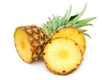 Ananas en zijn plakken Stock Fotografie