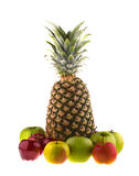 Ananas et pommes fraîches d'isolement Photos stock