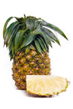 Ananas fresco con le fette isolate su bianco Fotografie Stock