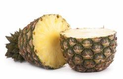 Ananas fresco della fetta su fondo bianco fotografia stock