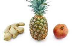 Ananas, ingefära och pomergranate som isoleras på vit Fotografering för Bildbyråer