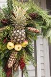 Ananasa, pinecone i jabłka wianek, Zdjęcia Royalty Free