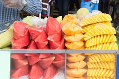 Ananas, kantalup, arbuza cięcie w kawałki i peeleld, i zdjęcie stock