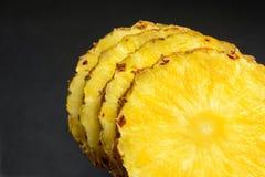 Ananas kreist Scheiben ein Stockbild