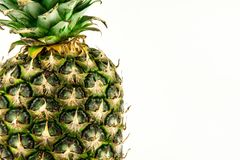 Ananas lokalisiert auf weißem Hintergrund Der rote Samen ist der Inhalt stockbilder