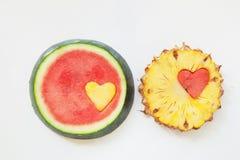 Ananas med vattenmelon sniden hjärta Fotografering för Bildbyråer