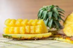 Ananas met plakken royalty-vrije stock afbeelding