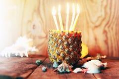 Ananas mit Kerzen Lizenzfreie Stockfotografie