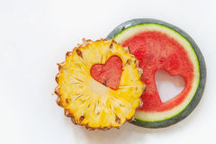 Ananas mit Wassermelone geschnitztem Herzen Lizenzfreies Stockbild