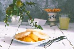Ananas och persika fotografering för bildbyråer