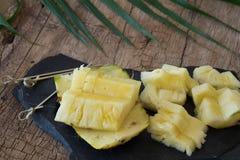 Ananas op de rots Stock Afbeelding