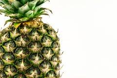 Ananas op witte achtergrond wordt geïsoleerd die De zomerfruit stock afbeeldingen