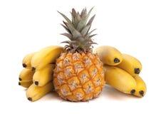 Ananas organico fresco con le banane Immagini Stock Libere da Diritti
