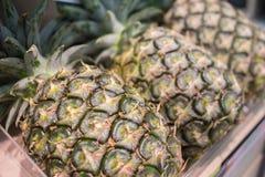 Ananas på en hylla royaltyfri foto