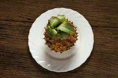 Ananas på trä Royaltyfria Foton