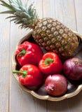 Ananas, peperoni e cipolle Fotografia Stock Libera da Diritti