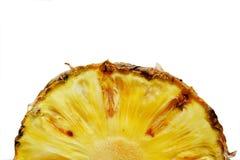 Ananas schnitt Nahaufnahmefotoisolat auf weißem Hintergrund Stockfotos