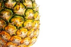 Ananas schnitt Nahaufnahmefotoisolat auf weißem Hintergrund Stockbilder