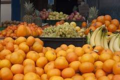Ananas som ser dig som är till salu Royaltyfri Foto