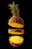 Ananas su una priorità bassa nera fotografia stock