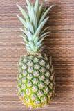 Ananas sulla superficie di legno del fondo Immagini Stock Libere da Diritti