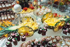 Ananas sulla tavola candybar Immagini Stock Libere da Diritti