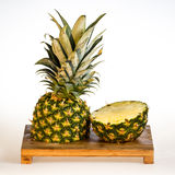 Ananas sur le hachoir Photo stock
