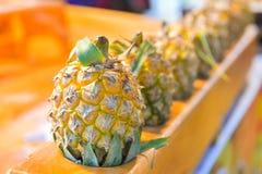 Ananas sur le marché, Bangkok, Thaïlande Photos libres de droits