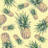 Ananas sur un fond jaune Illustration colorée d'aquarelle Fruit tropical Configuration sans joint Photographie stock libre de droits
