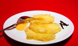 Ananas und Sirup lizenzfreie stockfotografie