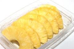 Ananas w niecki cięciu w plasterki fotografia stock