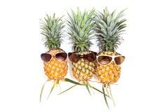 ananas z okularami przeciwsłonecznymi na białym tle Fotografia Royalty Free