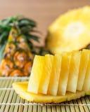 Ananas z plasterkami obraz stock