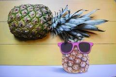 Ananas z szkłami obraz royalty free