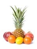 Ananas, Zitrone, Orange, Apfel und Granatapfel Stockfotos