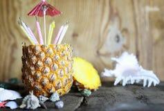 Ananasfrucht mit Geburtstagskerzen Lizenzfreies Stockbild