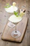 Ananasmilkshake in een cocktailglas Royalty-vrije Stock Foto's