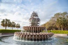 Ananasowa fontanna w nabrzeże parku, Charleston, SC zdjęcie royalty free
