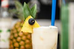 Ananasowy koktajl w barze fotografia royalty free