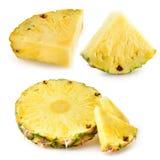 Ananasskivor isolerad white för bakgrund ny frukt arkivfoto